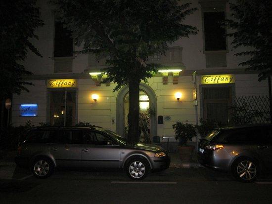 Hotel Tiffany: вид с улицы