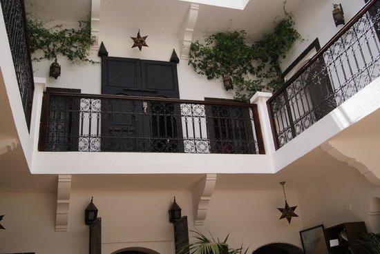 Riad Khadija Spa: Puerta de la habitación musgo