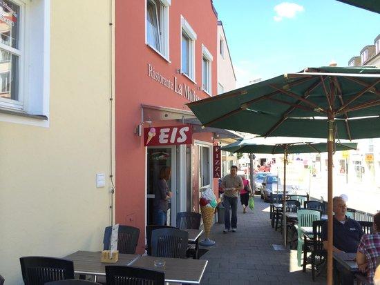 Sidewalk seating outside Pizzeria La Molisana