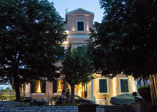 Bella Venezia Hotel: Front of the hotel
