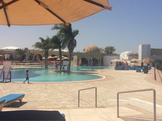 Mercure Hurghada Hotel: Poolside