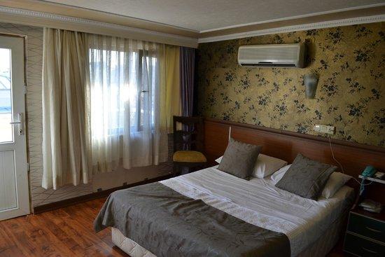 Hotel Pera Capitol : Bed