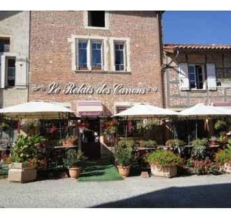 Le Relais des Carrons : La terrasse au cœur du village