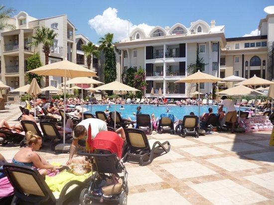 Club Anastasia: Mooi ruim zwembad