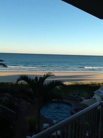 Crystal Beach Holiday Apartments: Tugun Beach from our Room