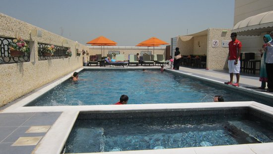 Cosmopolitan Hotel Dubai : zwembad op dak