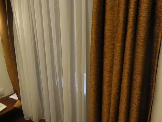 Best Western Kuta Villa: They even had curtains between your bed and bath tyb