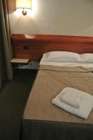 Hotel Arcadia : ベッド