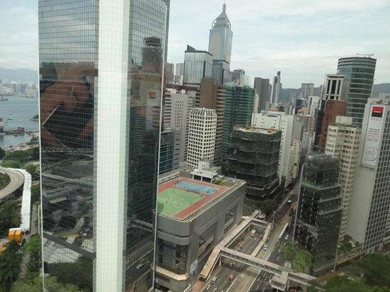 JW Marriott Hotel Hong Kong: 前に高層ビルが見えます。