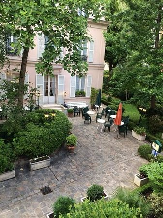 Hotel des Grandes Ecoles: view from room 138