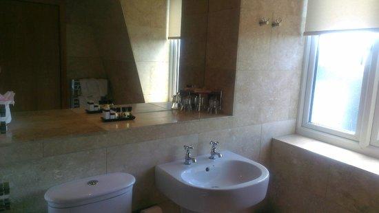 The Crown Spa Hotel: Bathroom
