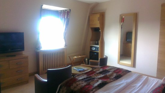 The Crown Spa Hotel: Room