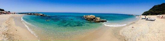 Hotel Cala di Volpe: Panoramica della spiaggia