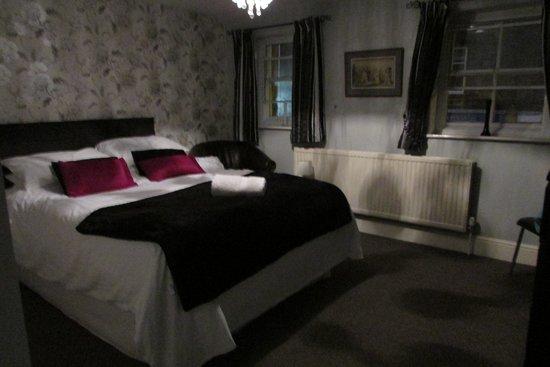 Fountain Inn Restaurant: A very comfortable bed