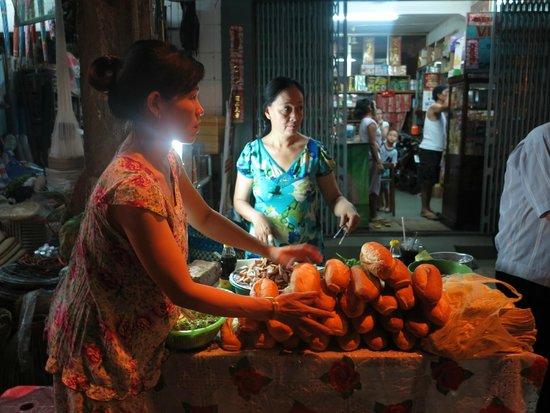 Cantho Market: food stalls outside the market