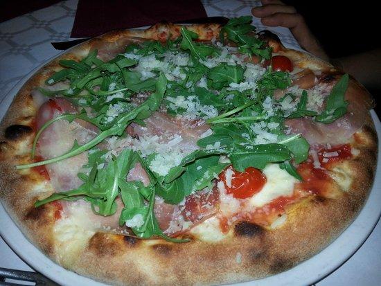 I Manciatari: pizza con rughetta ed altro