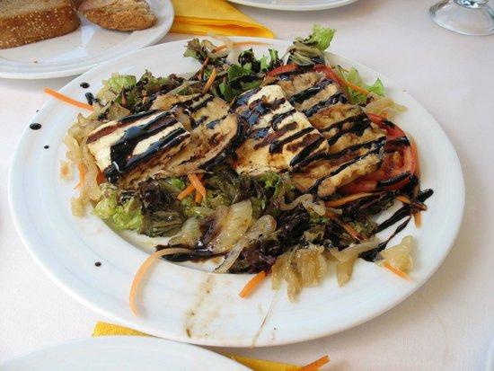 Megaro Restaurant : halloumi