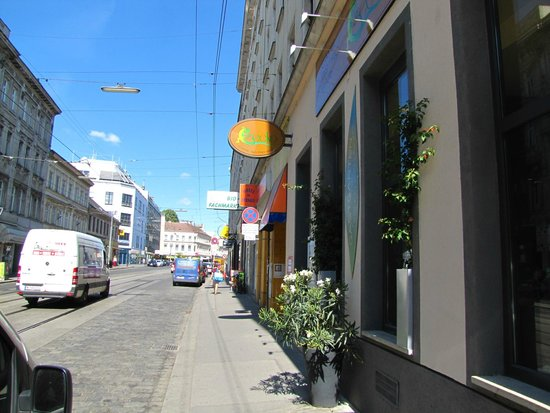 Pension Madara 2 - Hotel in Hernals : A not to busy street, traffic is not heard in rooms