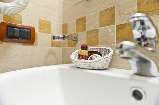 Tuglie, Italia: Particolare Bagno camera Classic \Superior