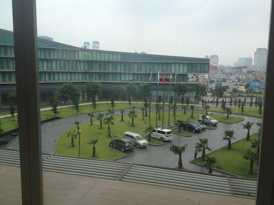 JW Marriott Hotel Hanoi: View to hotel's ground