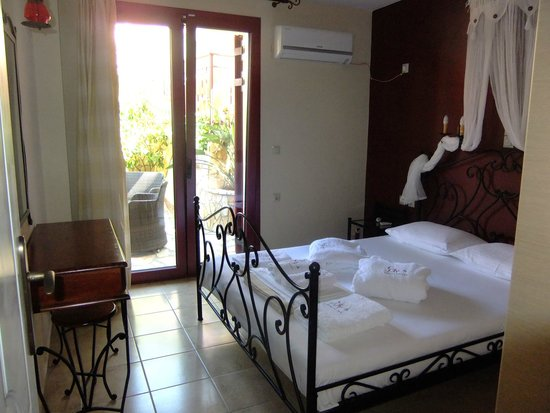 Greka Ionian Suites: Our bedroom