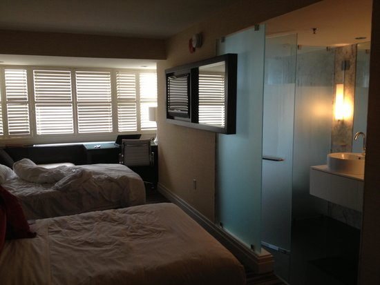 The Dupont Circle: guest room 1