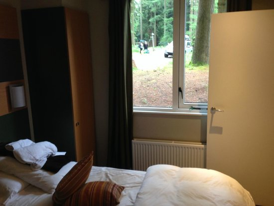 Center Parcs Longleat Forest: Main Bedroom (after we had stayed)