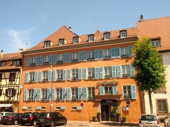 Hotel le Colombier : straataanzicht hotel