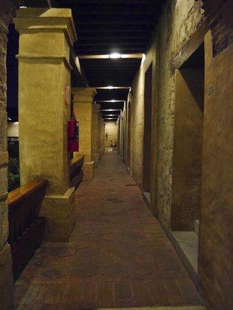 Quinta Real Oaxaca: Couloir jardin intérieur