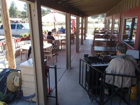 Paradise Cafe: Outside dinning with live music everyday.