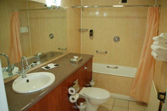 Hillgrove Hotel, Leisure & Spa : Full Size Bath (hurrah)