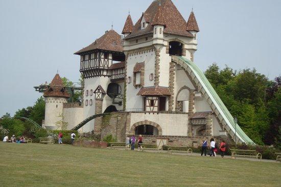 Erlebnispark Tripsdrill: Manège dissimulé dans un château aquatique