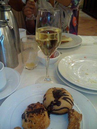 Hotel Fuerte Conil - Costa Luz : Desayuno con cava.....