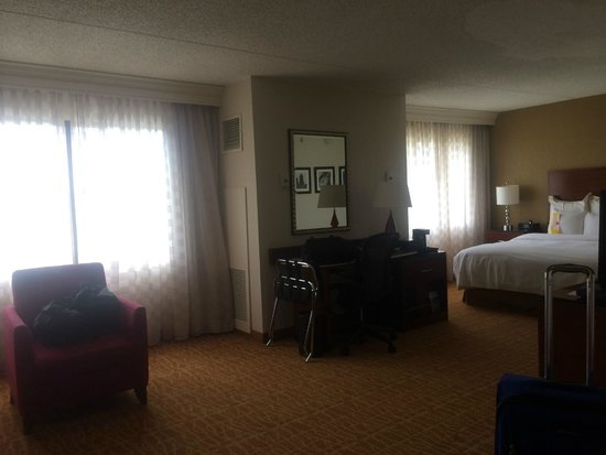 Marriott Pittsburgh Airport: Our Room 1522 (Junior Suite)