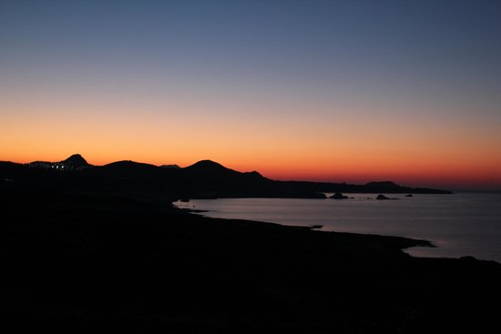 Andreas Rooms : Stunning sunsets of Milos
