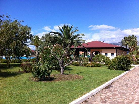Club Hotel Marina Beach: Giardino
