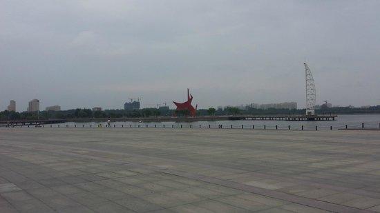 Weihe Park : Wharf and sculpture