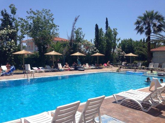 Koulouris Beach Hotel: Pool area.....
