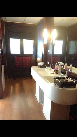 The Briza Beach Resort Samui : Nice bathroom