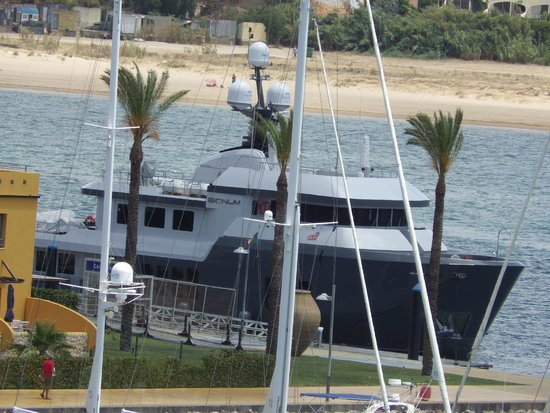 Tivoli Marina Portimao: This huge yacht berthed 20ft from our breakfast table!