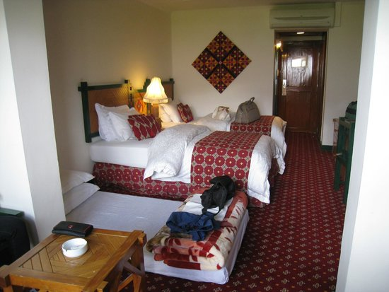 Gilgit Serena Hotel: Very Nice Bedroom With Third Bed On The Floor,