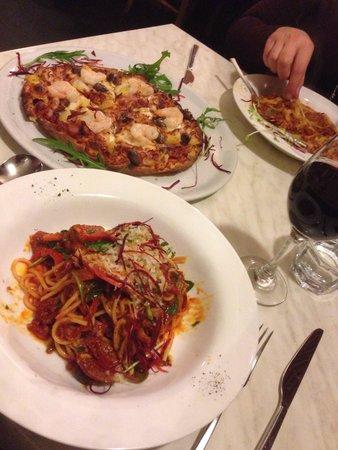Rubens: Sicilian pasta and my own pizza... Hawaiian+prawns+olives