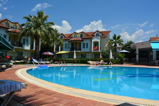 Rebin Beach Hotel: pool