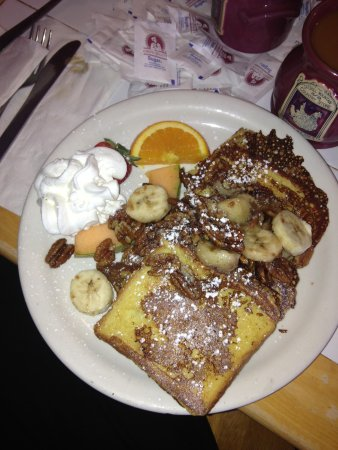 The Catskill Mountain Country Store and Restaurant: Banana pecan French toast