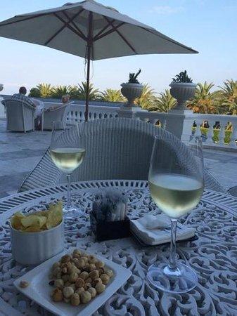 Hotel Real Santander: un verre sur la terrasse du bar de l'hôtel