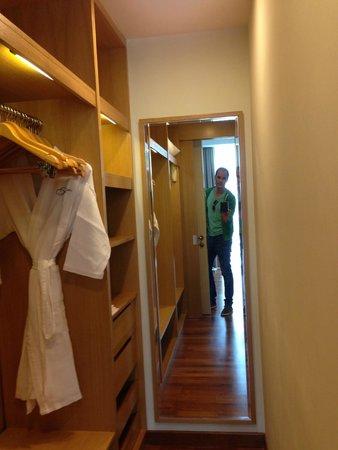 Fraser Place Kuala Lumpur : Dress Room