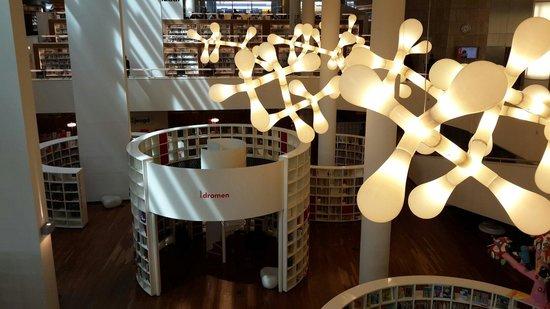 Bibliothèque centrale (Openbare Bibliotheek) : Beautiful lighting