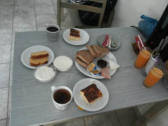 Diamond Apts and Suites : cretan breakfast