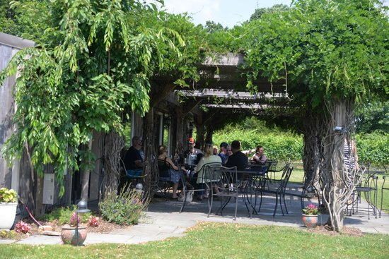Auburn Road Vineyard & Winery