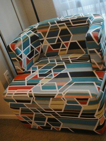 Hyatt Centric Times Square New York : Lovely modern swivel chair in bedroom